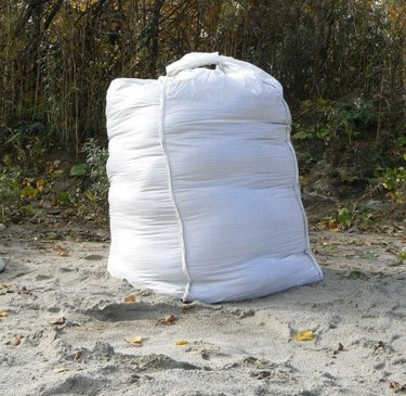 Какими способами можно доставить речной песок на строительный объект